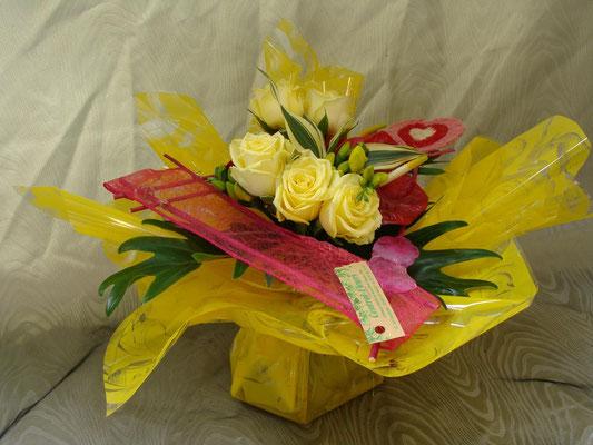BS11-rose jaune et freesia jaune