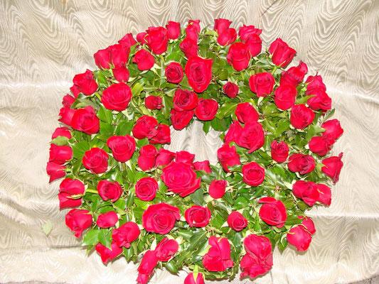 C4-La Couronne à Plat de roses rouges