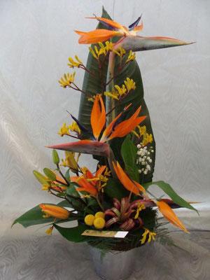 CM9: Composition florale avec muguet        -      Prix: de 45 € à 60 €