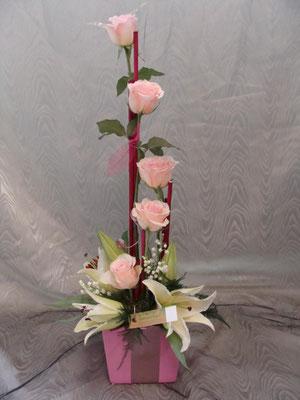 CM6:Composition florale avec muguet   -          Prix: de 30 € à 40 €