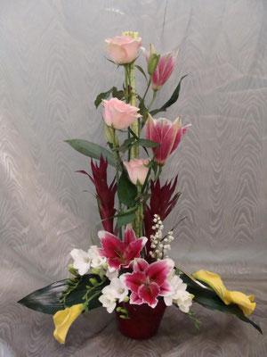 CM8:Composition florale avec muguet    -          Prix: de 40 € à 50 €