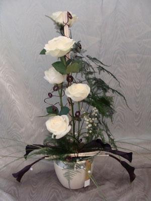 CM10:Composition florale avec muguet      -        Prix: de 40 € à 50 €