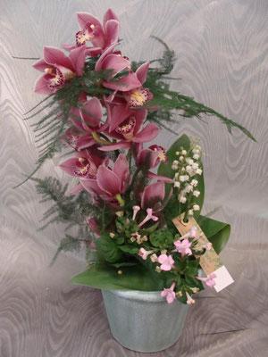 CM3:Composition florale avec muguet      -       Prix: de 30 € à 40 €