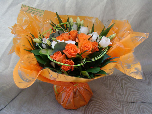 BR12-Rose orange et lisianthus blanc