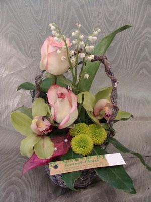 CM2:Mini composition florale avec muguet   -   Prix : de 20 € à 25 €