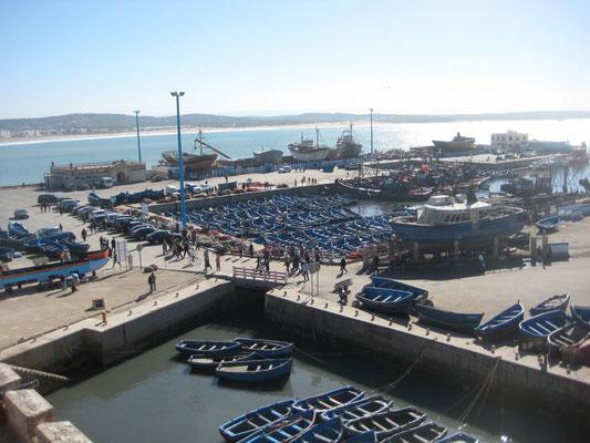 Von der Festungsmauer aus auf den Hafen