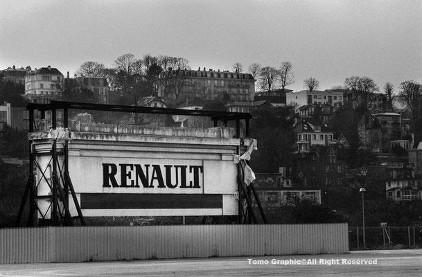 Ancienne Usine Renault セガン島側のルノー工場入り口の門を保管している