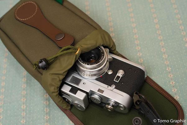 愛用のBillinghamバッグの拡張バッグ、Avea5にすっぽり収まります。フード着かないけど..