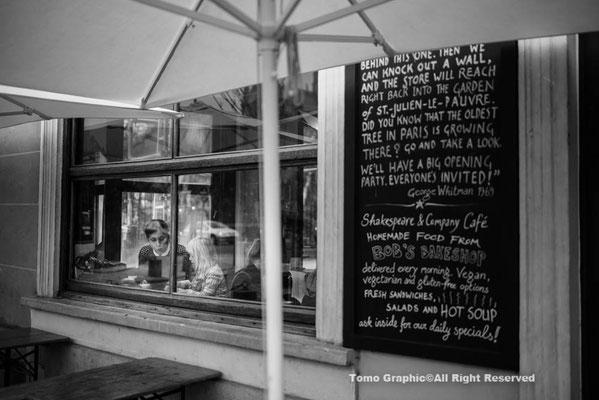 シェークスピア書店はカフェも併設。