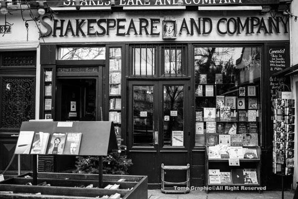 セーヌ川を渡ったところにあるシェークスピア書店