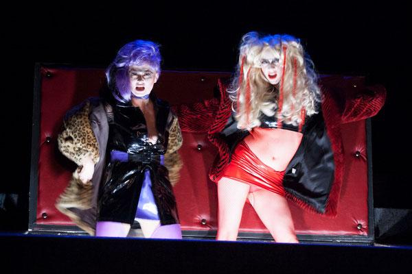 """""""Rote Nasen"""" (R.: Bruno Max), Theater zum Fürchten, Wien 2013 (mit Christina Saginth) (Foto: Barbara Frenzel)"""