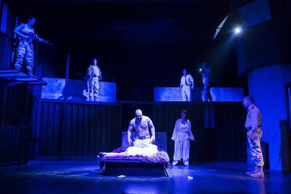 """""""Othello"""" (R.: Bruno Max), Theater zum Fürchten 2016 (mit Tino Führer, Alexander Rossi, Jörg Stelling, Klara Steinhauser, Roman Binder, Georg Kusztrich, Randolf Destaller, Hans Steunzer)"""