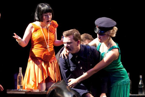 """""""Der Selbstmörder"""" (R.: Bruno Max), Theater zum Fürchten, Wien 2012 (mit Rebecca Döltl, Patrick Weber) (Foto: Barbara Frenzel)"""