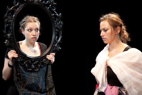 """""""Neunmalschön"""" (R.: Babett Arens), Kosmostheater, Wien 2011 (mit Samantha Steppan) (Foto: Barbara Frenzel)"""
