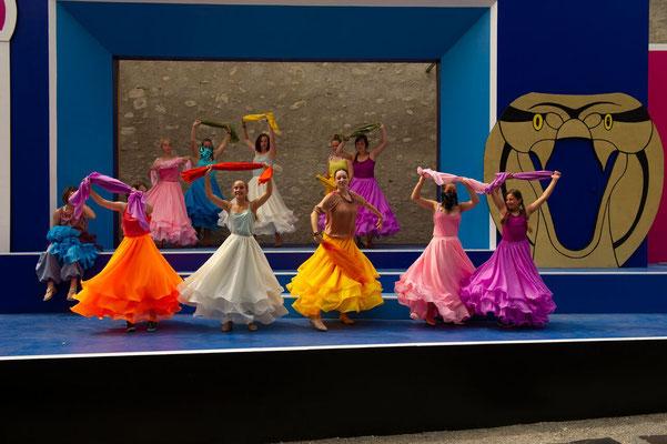 """""""Aladdin"""" (R.: P. Raffalt), Festspiele Wangen i.A. 2018 (mit Magdalena Oettl und Statistinnen) (Foto: C. Morlok)"""