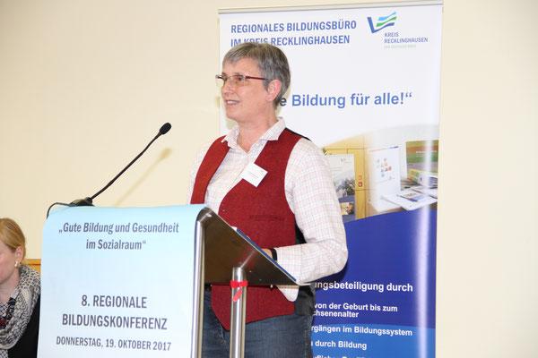 Frau Dr. Wadenpohl auf der 8. Regionale Bildungskonferenz (Foto Pressestelle Kreis RE)