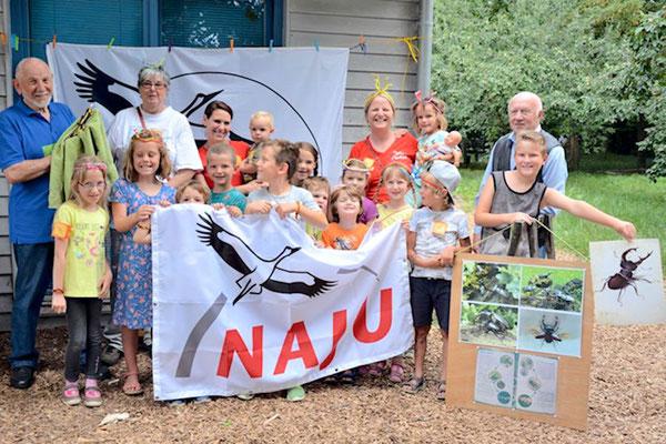 Gruppenfoto zum Abschluss mit Wolfgang Müller, Monika Niesen, Gamila Nickel, Jutta Heim und Horst Pirschel und den Kindern Bild Margarete Daumann