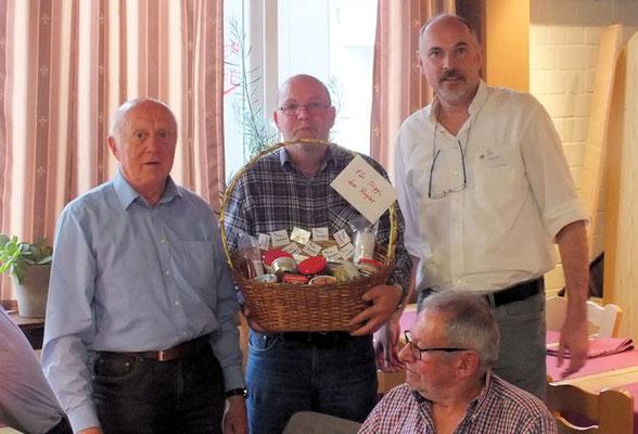 Horst (links) und Siegfried Pirschel (Mitte) haben allen Dank verdient für die vielen, aktiven Jahre in unserer Gruppe.
