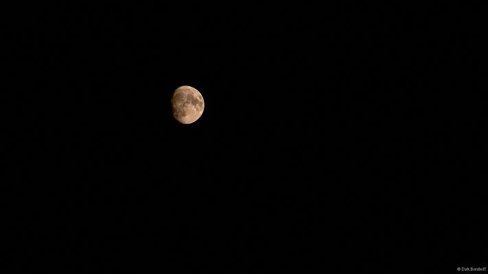 Mond über Spieka-Neufeld (200mm f22 ISO200 1/8s)