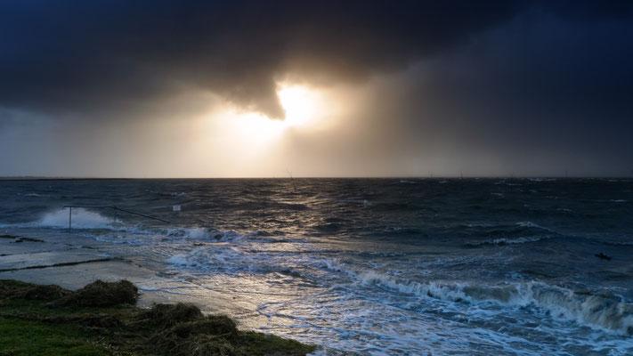 Stürmische See am Tag nach Orkan Felix am 11.01.2015 in Spieka-Neufeld