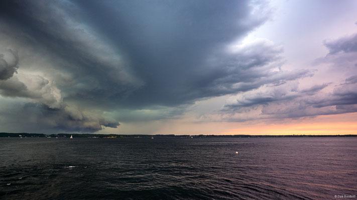 Sturmfront auf der Flensburger Förde mit der MS Viking kurz vor Anleger Strandhotel Glücksburg am 14.06.2019