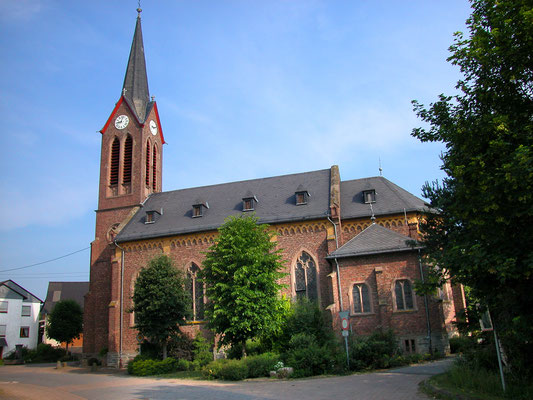 Kath. Kirche Rayerschied: -Bekämpfender Holzschutz im Mikrowellenverfahren
