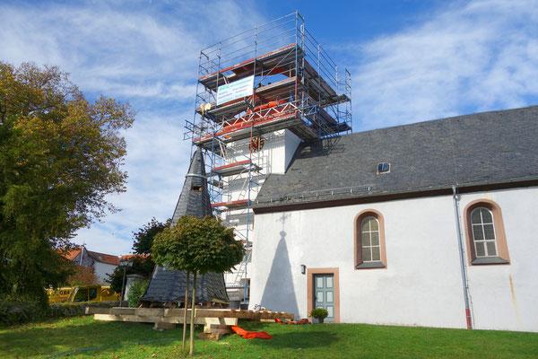 Ev. Kirche Griedelbach: -Schwammsanierung / -Neubau der geschädigten tragenden Turmkonstruktion