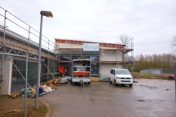 Schwingbachschule Hüttenberg: -Bautrocknung / -Schimmelpilzbekämpfung / -Sandstrahlen von Holzbauteilen