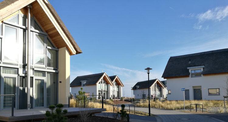 Reetdachhäuser im Strand Resort