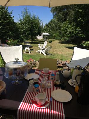 Petit déjeuner en terrasse - Juillet 2017 -