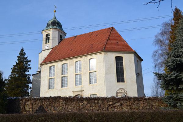 Die Kirche in Schmiedefeld Foto: Reiner Teichler 2014