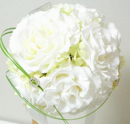 37.white wedding bouquet💐 ¥38.000ブートニア込 (外径22㎝)