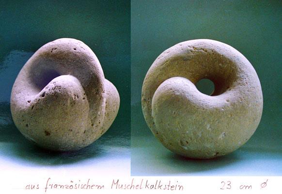 in Stein gehauen / Französischer Muschelkalk / 1984)