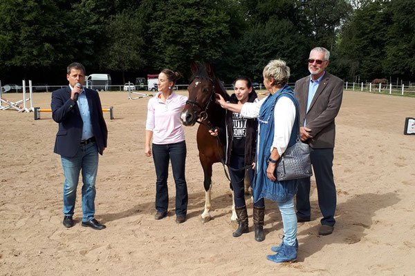 Spendenübergabe: Helmut Morr überreicht 1.000 Euro