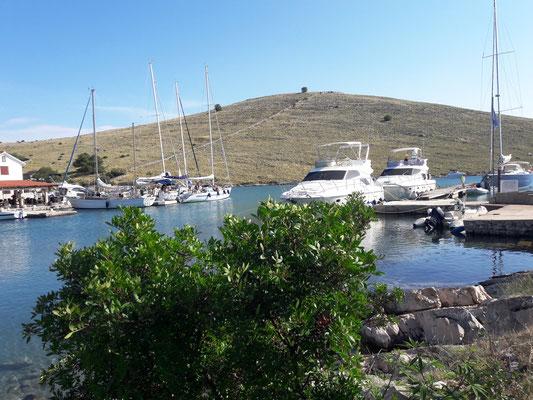 Im kleinen Hafen Vrulije, einem Ort in den Kornaten