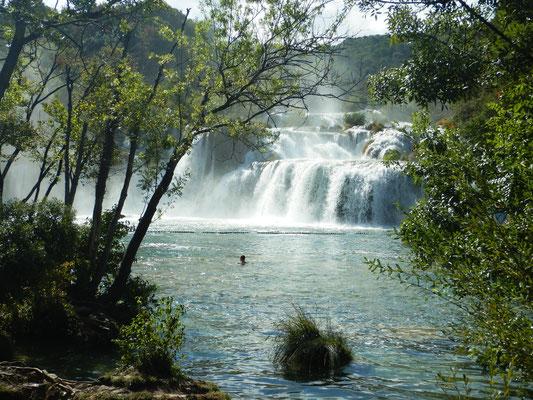 An den Krka-(Winnetou)Wasserfällen an Land gehen