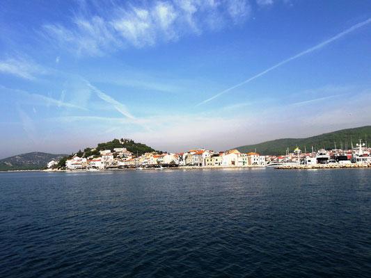 Vorbei fahren am eindrücklichen Tribunj Kroatien