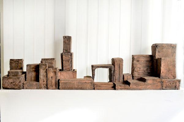 """""""ALLES IM WASSER"""",  Ton, 23teilig, 51 x 29 x 165 cm, 2010/2011"""