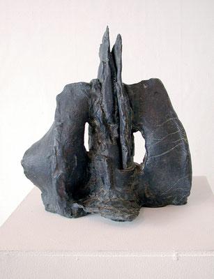 """""""DRUCK VON AUSSEN"""", Bronze, 32 x 40 x 43 cm, 2004"""