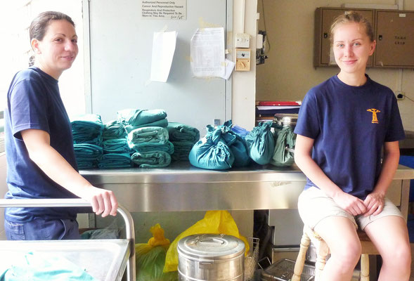 Jasmin und Jessi in der Sterilisationsabteilung