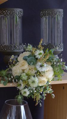 Bouquet de fleurs champêtres de saison , le clos des roses 30 euros