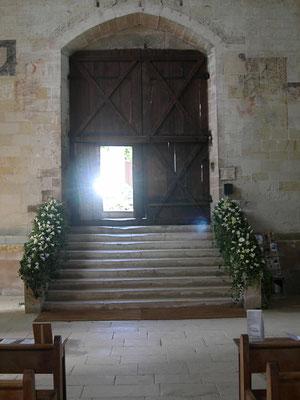 Descente d'escalier couvert en lianes et Lys blancs : 80 euros