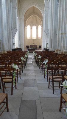 bancs d'église 4.50 euros église de Cande Saint Martin.