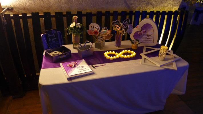 table de l'urne vase Germinis et Arum picolo mauve 6 euros