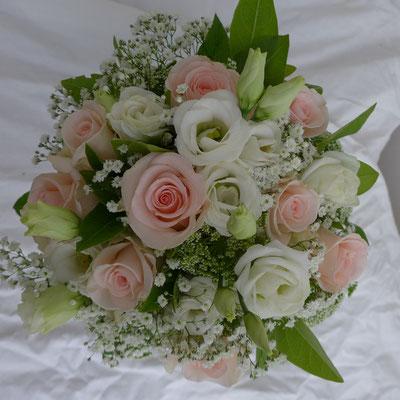 Bouquet de mariée roses lisianthus blanc gypsophile 50 euros