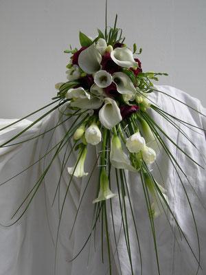 Bouquet de mariée en chutte, le clos des roses, 65 euros