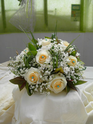 Bouquet de mariée rond de roses, le clos des roses 50 euros