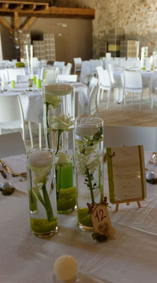 centre de table mariage. Fleurs immergées 20 euros