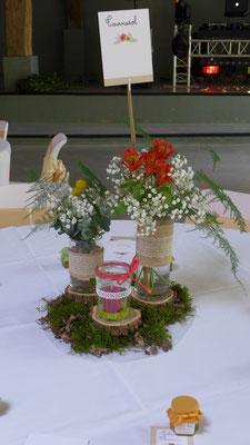 centre de table de mariage duo de vases avec mousse de forêt et rondins de bois 20 euros