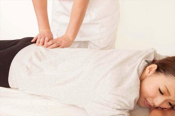 池田市で腰痛にお悩みなら根本的な原因の改善を目指す【気らく庵】へ